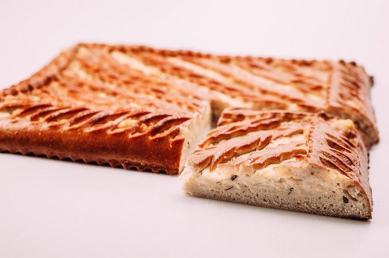 Пирог с сыром, зеленью и картошкой